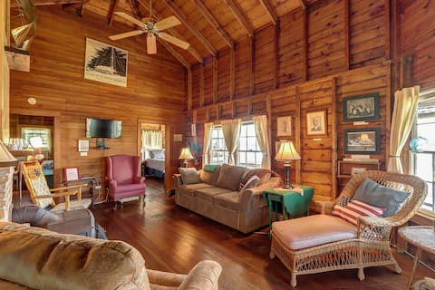 Picture-Perfect Lakefront Home w/Dock/Free WiFi/Netflix Streaming/Washer/Dryer!