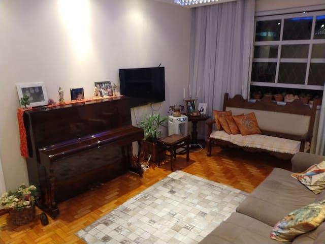 Apartamento super confortável e bem localizado. BH