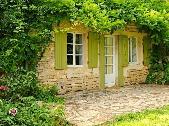 Cosy villa in Poitou Charentes pool - Clussais-la-Pommeraie - House