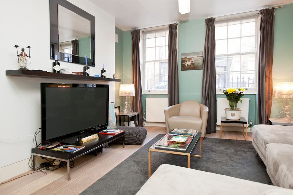 Stunning space with a cosy atmosphere in the heart of London. Featuring design furniture and a large 40inch flat screen TV.