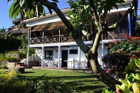 Villa Gaia, Chambre Ravenale au bord de la piscine - Nosy Be - Villa