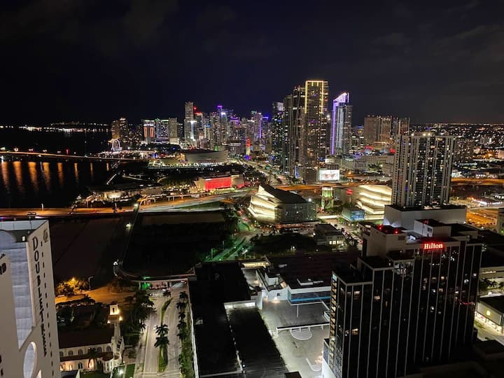 STARS LUXURY MIAMI WITH UNBELIEVABLE VIEW