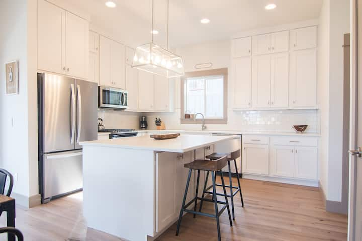 Gallatin Gem - Brand New Home with River Access