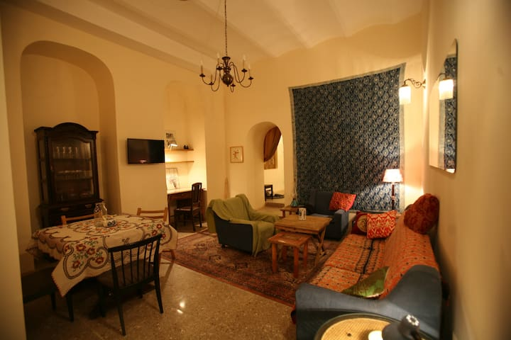 Spacious apt. in the heart of Old Tbilisi - Tbilisi - Flat