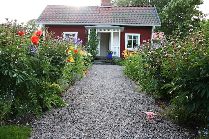 Fridhem - two summer houses with a big garden