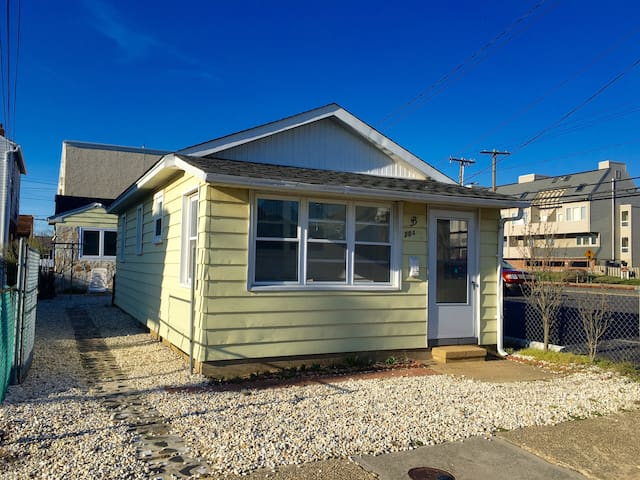 Charming Renovated Beach Cottage - Seaside Heights - House