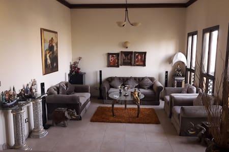 Private Villa in Barsha - Dubai - Talo