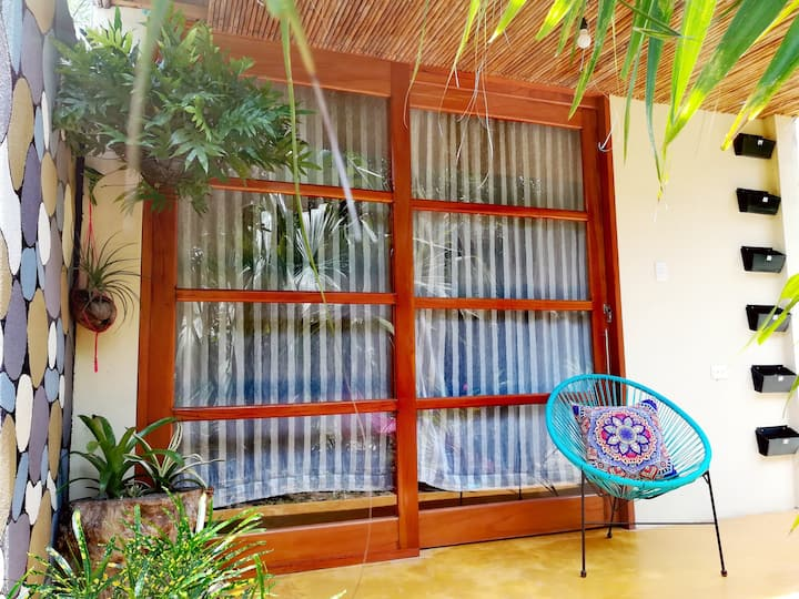 Private room~Breakfast~WiFi~Steps from Tayrona