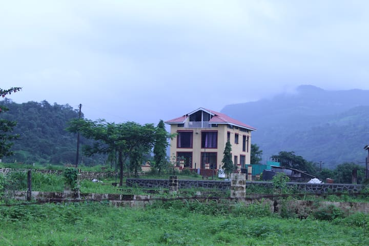 Lobo's Den, Hill View Villa In Karjat