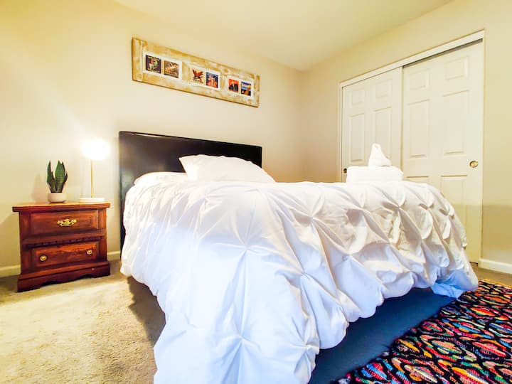 LARGE Room|QUEEN BED|WIFI in NEW HOME NEAR❤️RENO