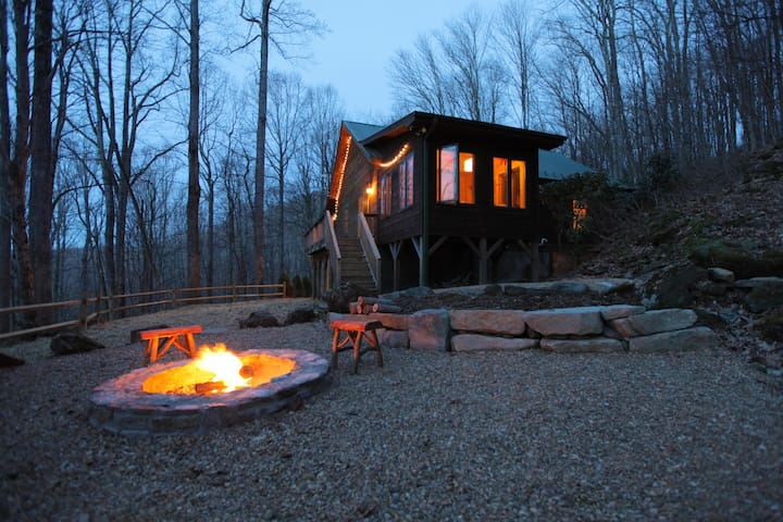 Secluded Cozy Cabin Close to Skiing & Boone