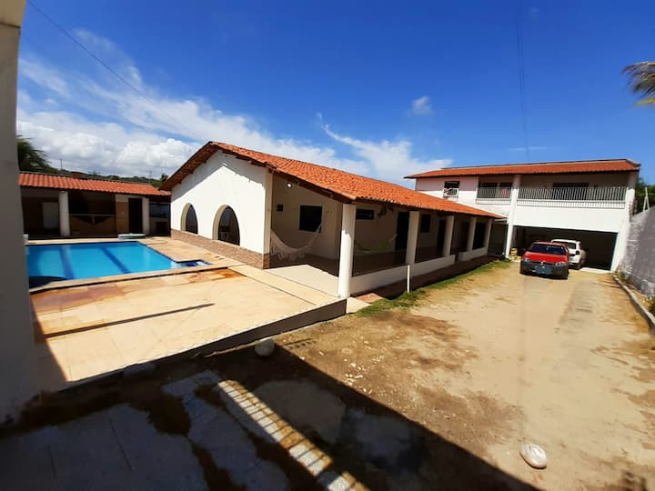 Casa c/piscina/60 m da praia e wifi