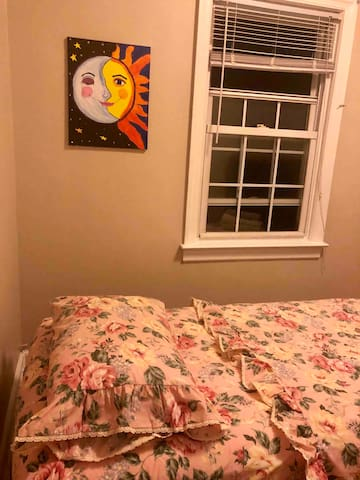 Comfy room with private lock (twin bed)