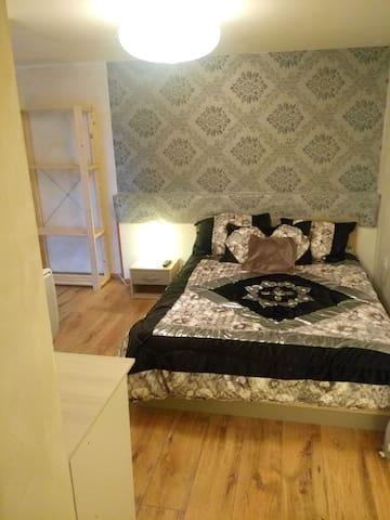 Chambre avec SDB, terrasse et entrée privées