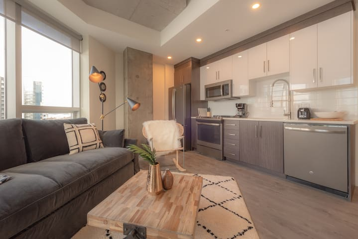 Downtown Designer Suite - Harbour Views