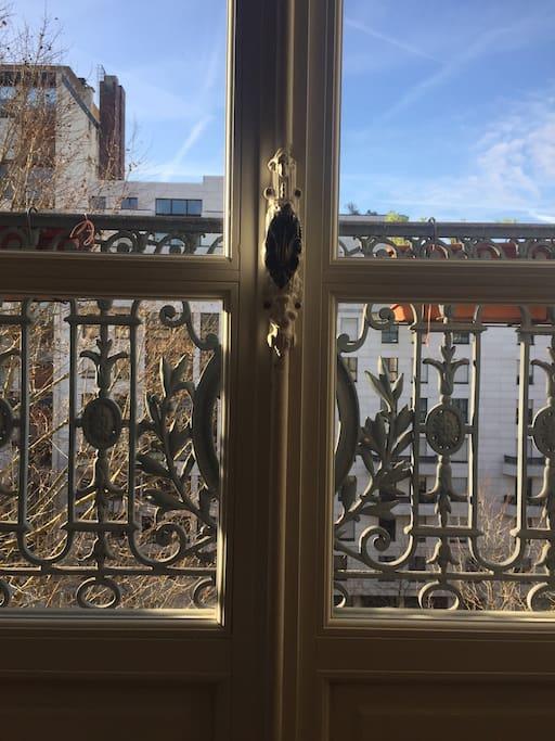 Ouvrir la fenêtre sur Paris