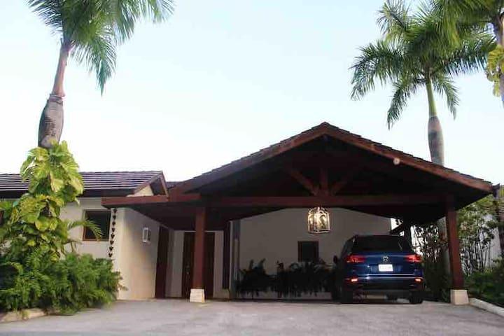 Villa M13, Puerto Bahía, Samana