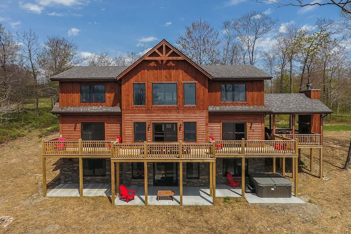 Golf Area Home w/Hot Tub, Pool Table, & Summer State Park Access!