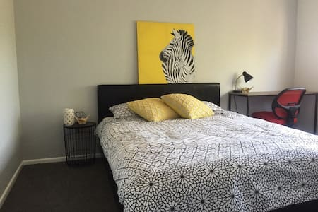 Double room in quiet townhouse complex - Runcorn