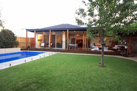 Ace Echuca Holiday House - Central & Stunning Pool - Echuca