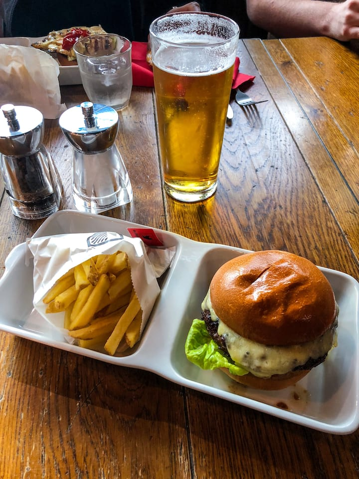 Burger with chips and the pint at HF