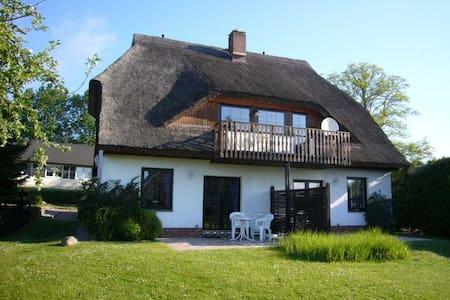 Haus Möwe, Wohnung 01 - Lancken-Granitz - Ev