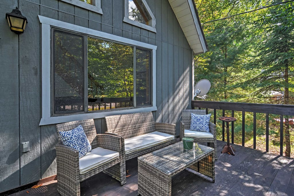 Kick back on the private wraparound deck and enjoy the beautiful views!