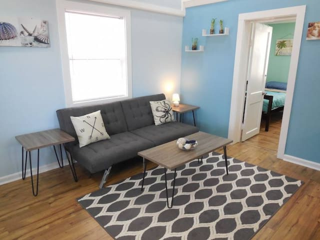 Sunny Side Upstairs- Newly Renovated - Folly Beach - Daire