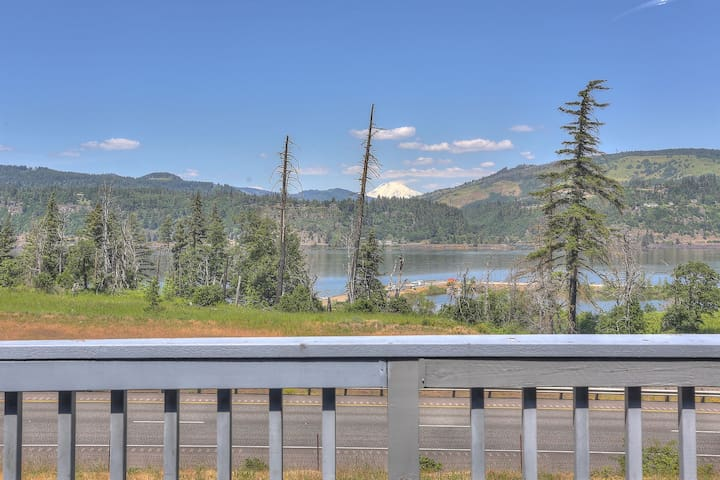 Gorgeview #210 - Two bedroom condo, air-conditioned, washer/dryer, close to town