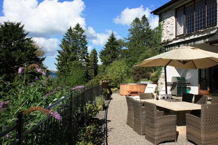 Terrace (inc Hot Tub)