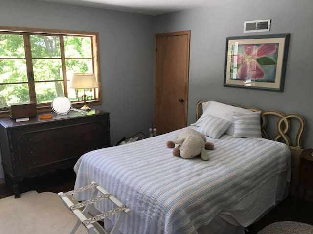 Middle Bedroom - near Erin Hills PGA US Open