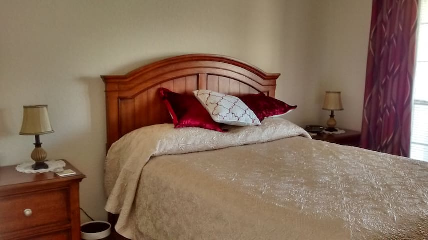 Quiet Comfort, guest room w/queen bed & bathroom