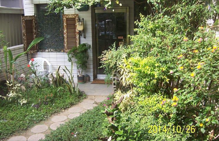 台南民宿大隱於市--市中心夢幻花園