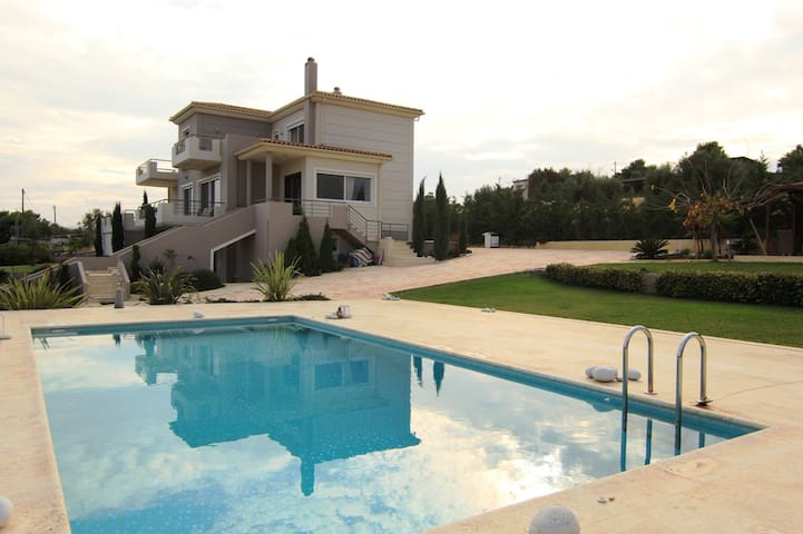 Luxury villa near Athens City  - Artemida - วิลล่า
