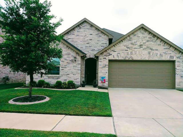 Beautiful Spacious Home in Little Elm