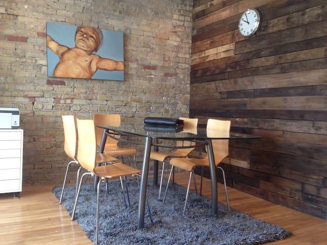 Bucktown - Private Room
