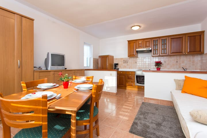 Rab, nice  holiday apartment,  2+2, 60m2