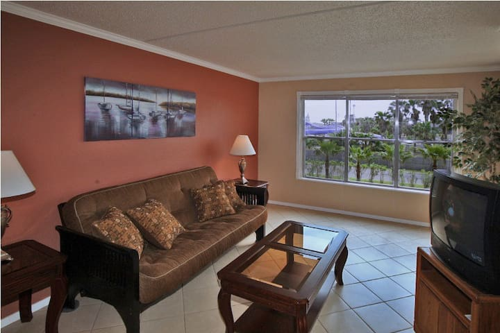 Gulfview II 211 - Beautifully Decorated Condo, Clubhouse, Large Pool, Tennis Courts, 2 Hot Tubs, Short Walk to the Beach