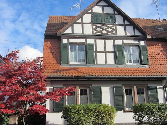 2 chambres mansardées à Cronenbourg - Estrasburgo - Casa