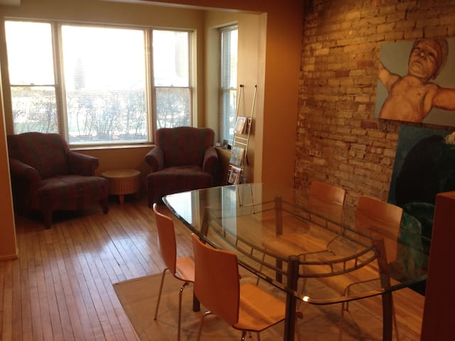Bucktown - Great Northside Location