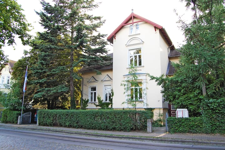 Central Apartment in Historical Spa Town