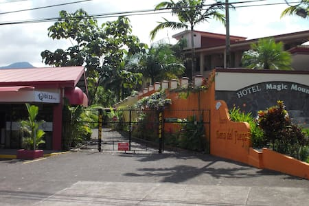 Apart 2 private bedrooms 1 full bathroom. A/C. - La Fortuna