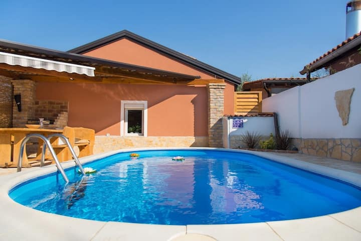 Pets friendly Holiday House Danny with Pool