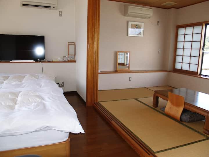 香川と徳島の間、瀬戸内海と安戸池の間、静かで眺めのいいデラックス和洋室