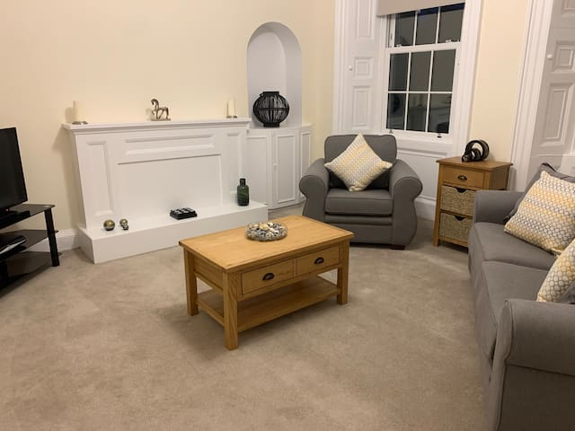 Cosy Apartment  - Lanark Town Centre