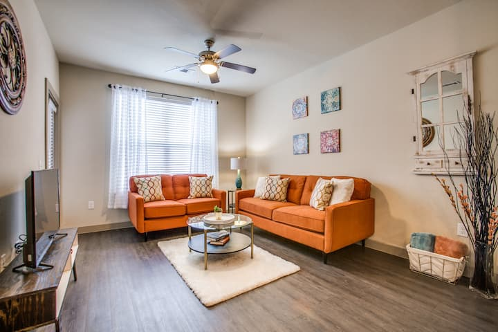 Convenient Location ~ Warm and Cozy Apartment