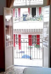 Studio Apartment with Balcony in Mar Mikhael - Bayrut - Appartement