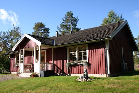 Nice red and peacefull cottage in Småland - Tranås