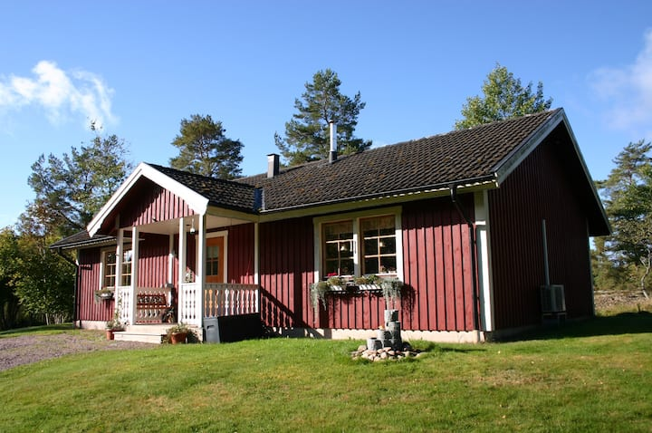 Nice red and peacefull cottage in Småland