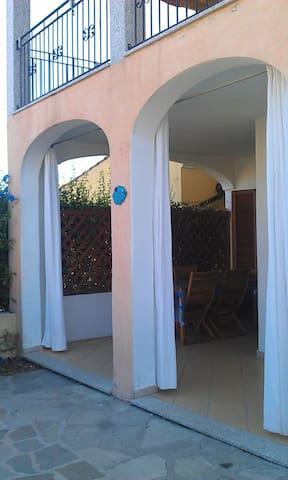 Appartamento indipendente con giardino e veranda